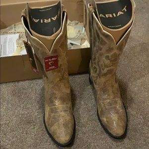 Never worn Ariat boots